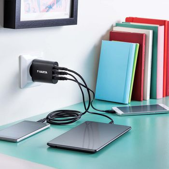 USB Wallcharger (2x USB-A / 1x USB-C) |